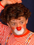 Clown Trampolini will zum Zirkus